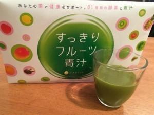 【本音】すっきりフルーツ青汁は効かない?太る被害が発生してる?
